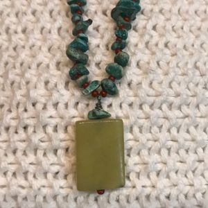 TURQUOISE CHIP AND RED BEADED NECKLACE